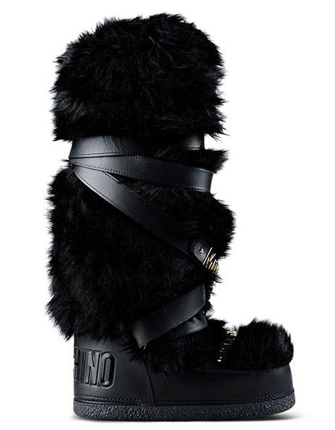Luxury fur, leather and sheepskin après-ski boots are a style essential on the glamorous slopes of Gstaad, Megève, Courchevel and Aspen. Escape the Parisian cold and warm yourself up in our favorite snow boots this winter.