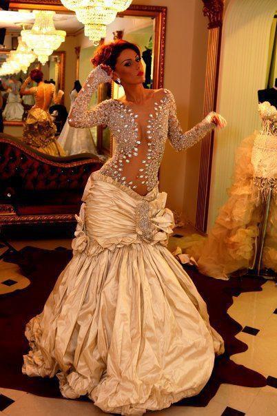 What a unique wedding dress :)
