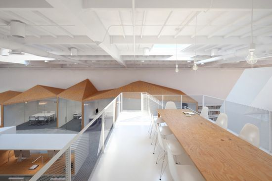 Hybrid office by Edward Ogosta Architecture, Los Angeles office design