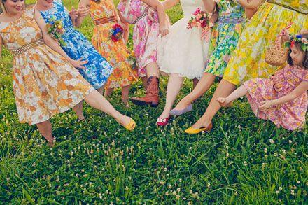 http://4.bp.blogspot.com/-ShP8vvmguxY/UBjCE8isfTI/AAAAAAAAAR8/FFF5zeyzxwo/s1600/Printed+Bridesmaid+Dresses+a.jpg