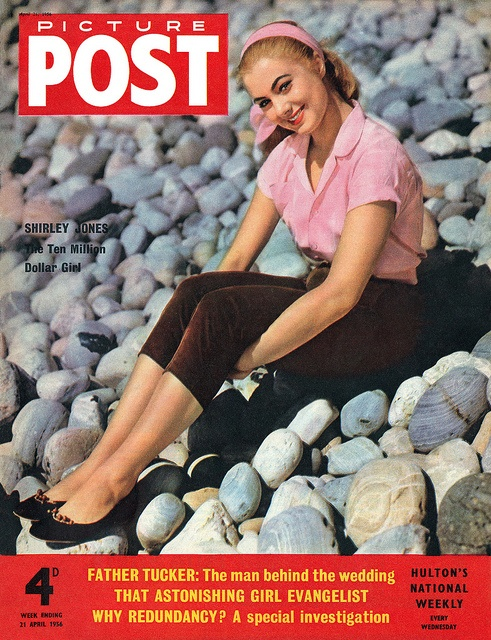 Love her cute pink and brown outfit! #vintage #1950s #magazine