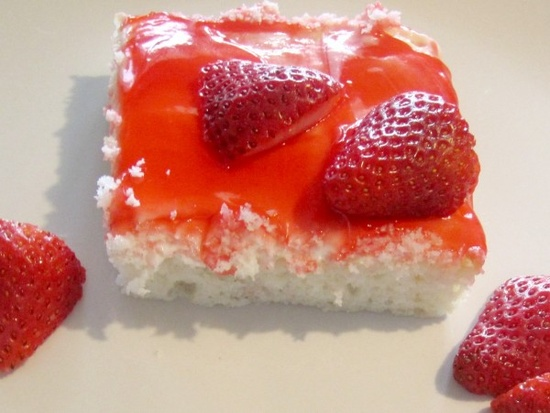 Heavenly Strawberry Cake
