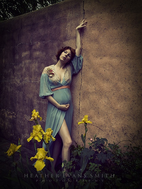 maternity photo #pose #standing #outdoors #color