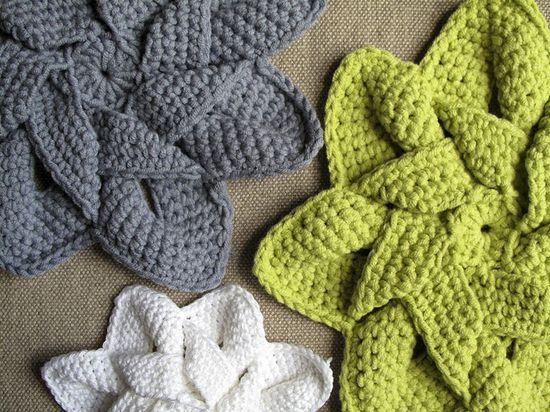 Flower Hot Pad crochet pattern. If only I could crochet! I love these!!