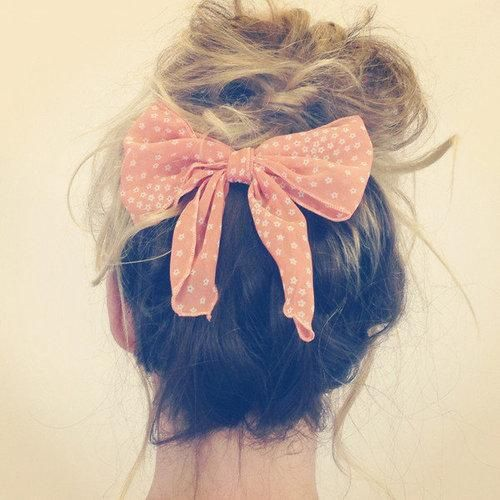 Messy bun and a pink bow.