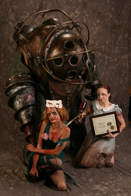Big Daddy and Little Sister from Bioshock (DragonCon 2009)