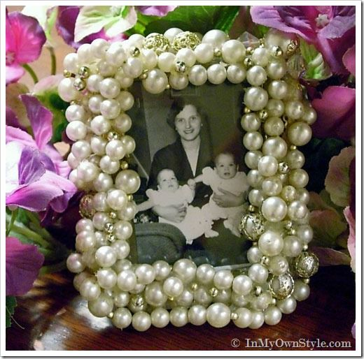 Need a quick to make hand made gift for mom for Mother's Day?  Easy vintage necklace wrapped frame.  {InMyOwnStyle.com}   #MothersDay  #giftideas