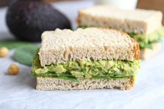 Smashed Chickpea & Avocado Salad Sandwich. A nice lunch for the weekend. #health #recipe #food