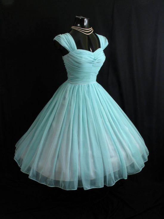 Is this not so pretty? 1950s vintage turquoise prom dress
