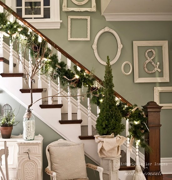 Love the assorted shapes and classic hues in this elegant Christmas decor setting. #frames #stairs #home #house #decor #Christmas #vintage #decorations #holidays #ornaments