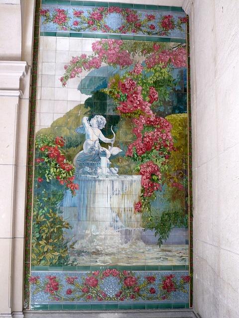 Paris 18 rue de paradis ~ roses and a cherub fountain