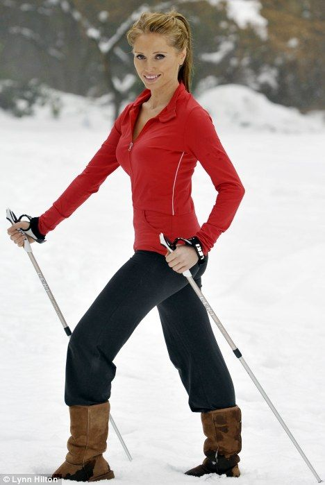kobieta z kijkami nordic walking
