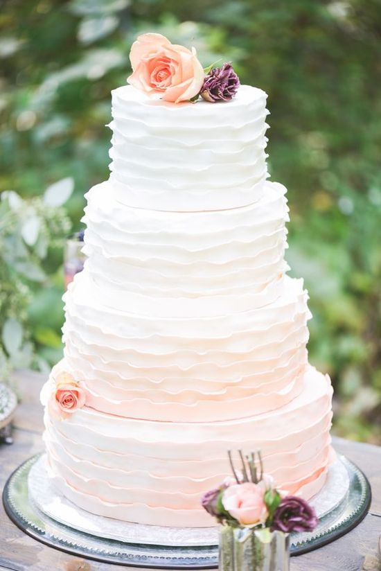 pink and white wedding cake via wedding chicks