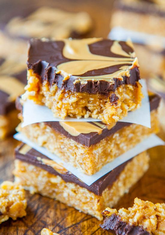 Chewy Peanut Butter & Chocolate Cereal Bars (no-bake, vegan, GF) - Make in 10 mins. Soft & chewy, chocolaty & packed with PB! - Recipe at averiecooks.com