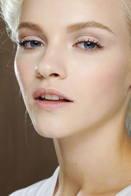 Light Pink eyeshadow on lid and winged out, white highlight – maybe try with my