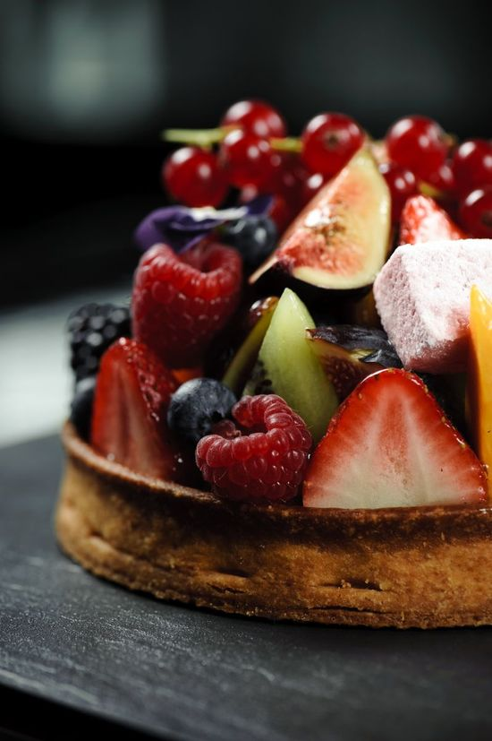 Pâte de Fruits tart (sweet sable crust filled with vanilla pastry cream and seasonal fruits)