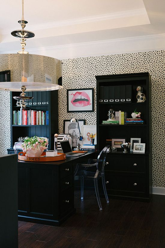 office space of the day…chic wallpaper