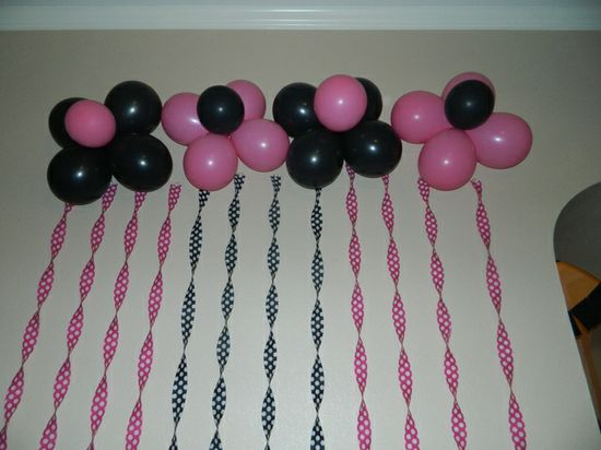 Balloon backdrop at a Minnie Mouse Party #minniemouse #balloons