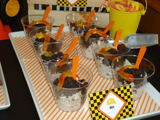 """""""Dirt"""" cups at a Construction Party #construction #partyfood"""