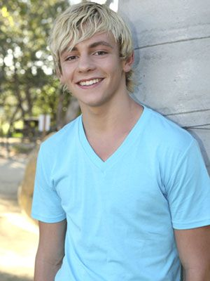 Gotta be honest... After Mia making me watch that stupid Austin & Ally, I have developed an involuntary crush on Ross Lynch. C'mon, he's super cute!
