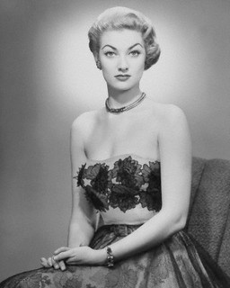 Strikingly gorgeous. #vintage #fashion #1950s #dress