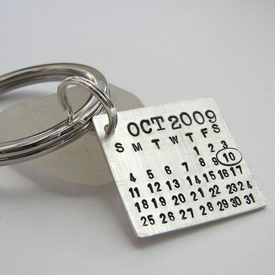 Groom's keychain. So he can never forget your anniversary....give as a gift to him on wedding day. -