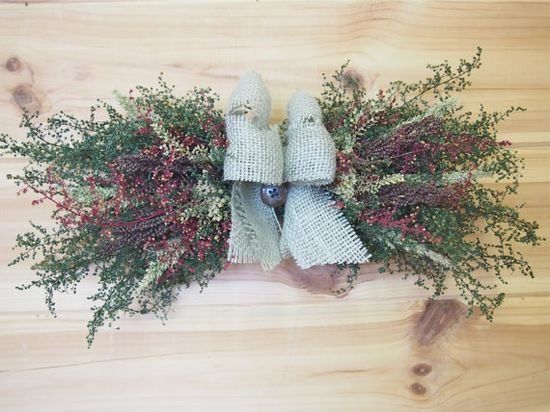 Small RUSTIC CHRISTMAS Dried Flower Swag
