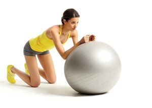 Get a flat belly in just 15 minutes a day with this stability ball #workout