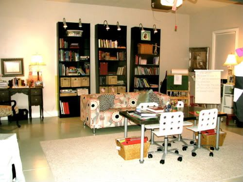 are you kidding me with this awesome homeschool room!!!  its their garage!!!! so