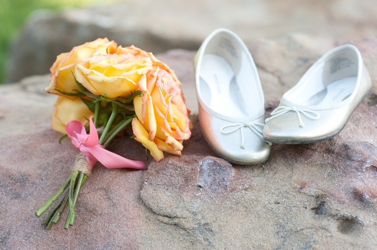 Flower girl shoes & bouquet (ByCherry Photography)