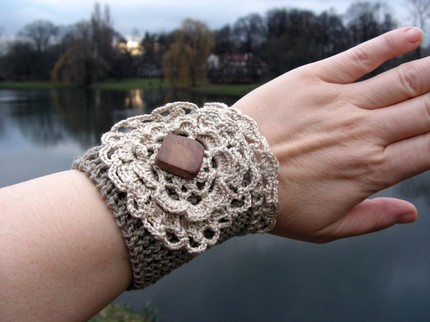 beautiful crochet bracelet