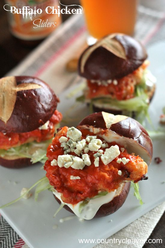 Buffalo Chicken Sliders - www.countrycleave...