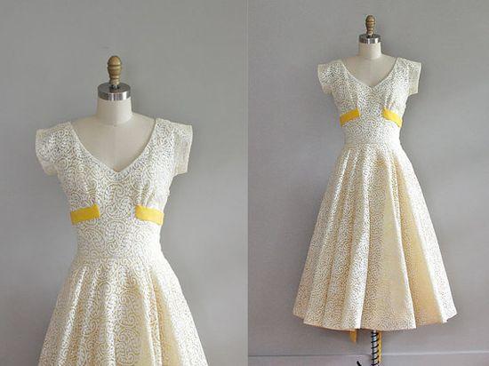 I adore this 50's dress