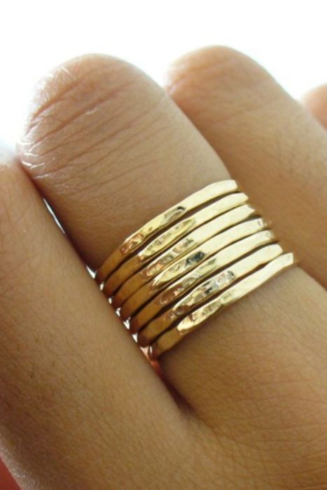 Thin stacked rings.