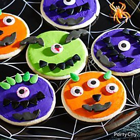 Cute and EASY monster cookies for a halloween party