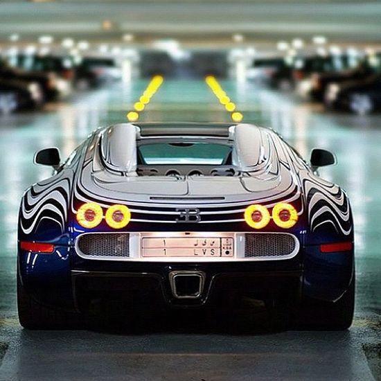 Awesome futuristic like design on the divine Bugatti Veyron
