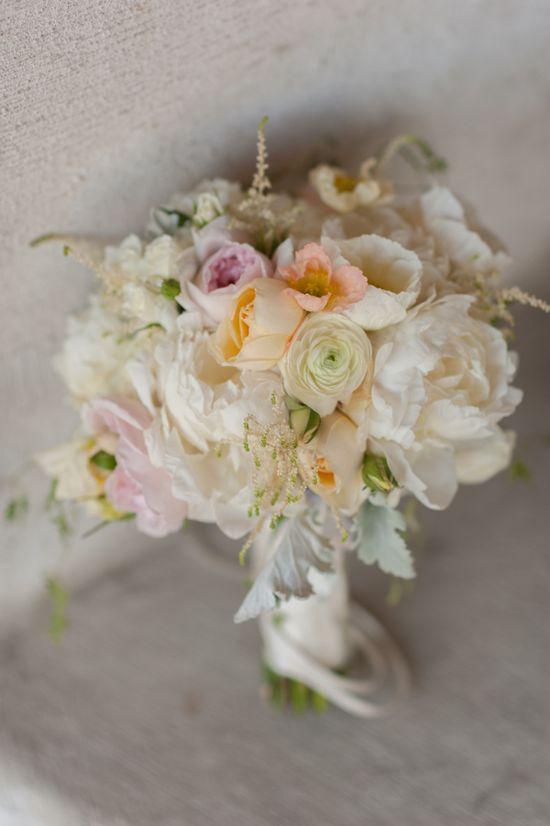 delicate wedding bouquet www.weddingchicks...