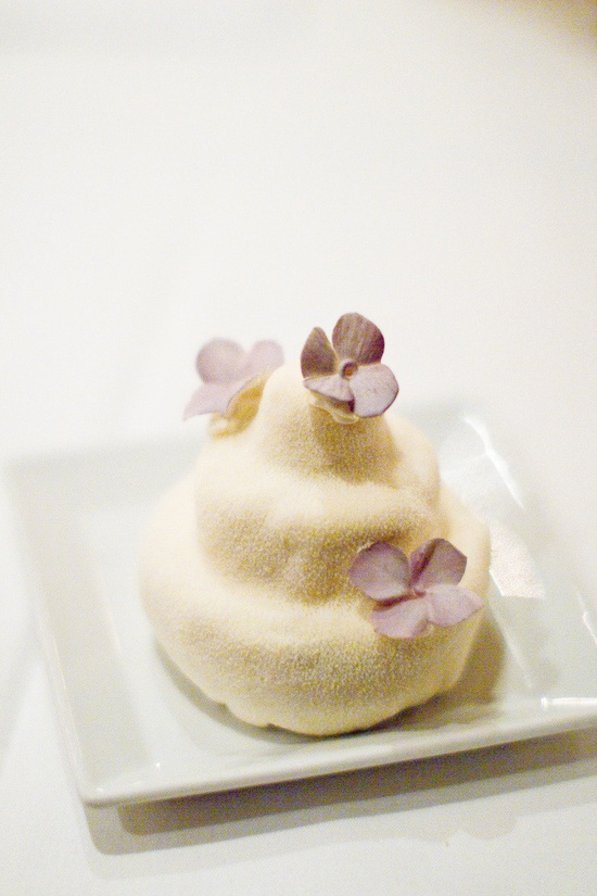 Pretty little cake ~ stellasmodernpant... ~  Photography by lorarodgers.com