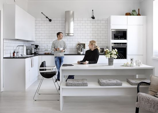 my scandinavian home: A fab black and white Helsinki home