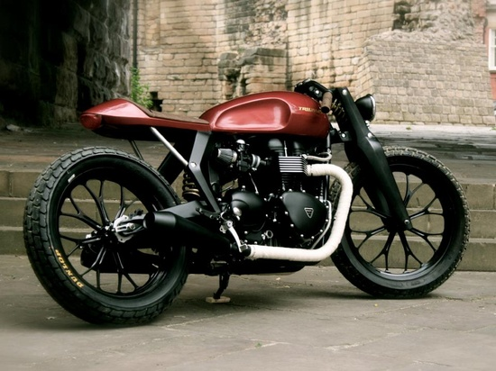 where are the brakes? Classic cafe racer-look with contemporary material.