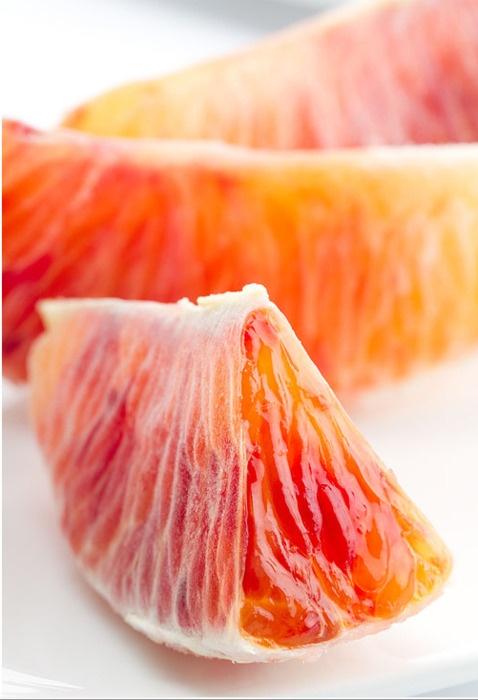 I'm guessing grapefruit, or maybe blood orange?