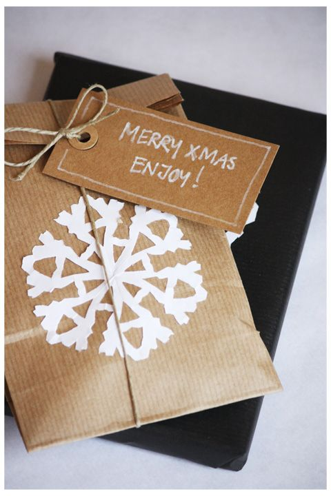 huisstijl: kraft packaging with paper snowflake