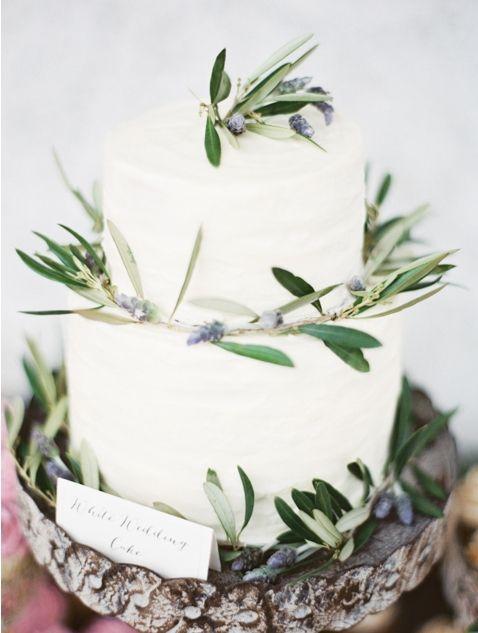 Lovely wedding cake. Photo by Erich McVey Photography. www.wedsociety.com #wedding #cake