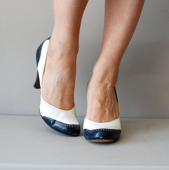 vintage 1940s Deauville spectator heels     #pinup #vintageshoes #1940s #wwii Love these!