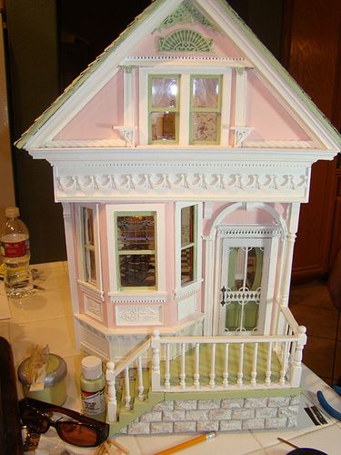 Shabby pink victorian 1:12  Nice finishing touches
