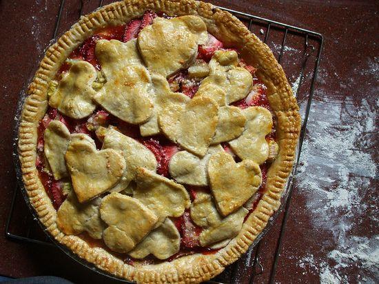 heart strawberry pie