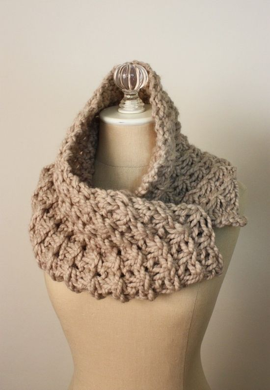Chunky crochet scarf, it looks like a daisy stitch made with super chunky yarn