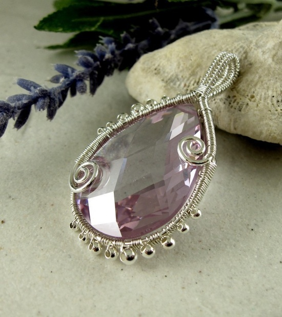 JEWELRY TUTORIAL Wire Wrapped Curly Q Bezel Reversible Pendant. $7.00, via Etsy.