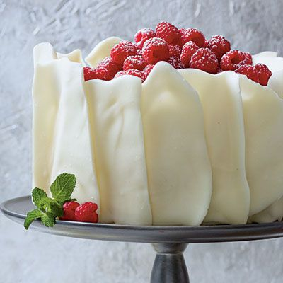 Raspberry Cake with Almonds and White Chocolate