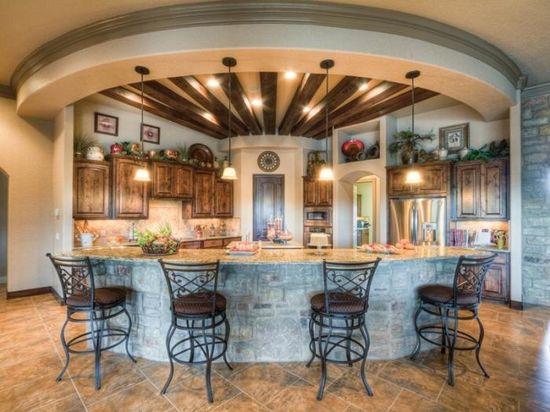Spacious kitchen decor